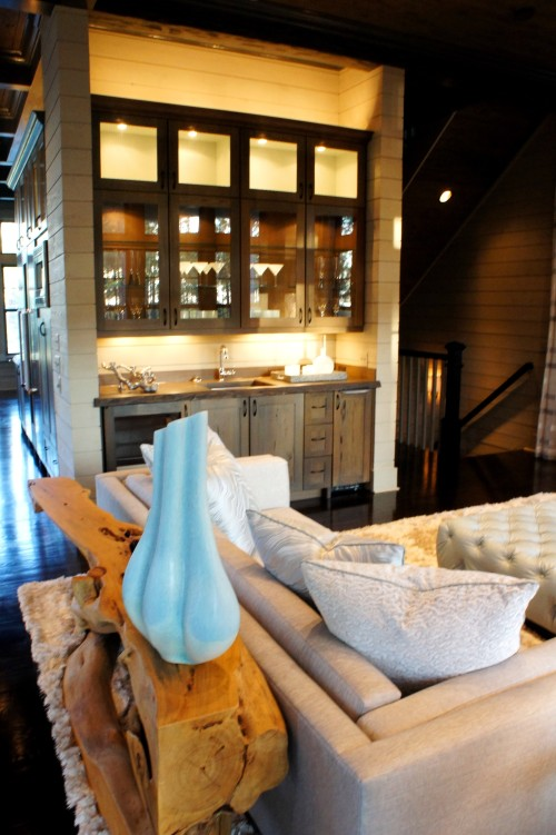 Here you can see how beautifully the lighting around the wet bar glows and complements the blue accents.