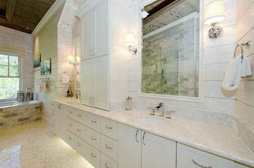Master Bathroom: