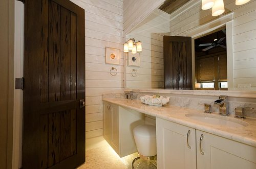 Auxillary Master Bathroom: