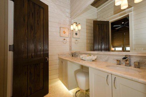 Auxillary Master Bathroom: