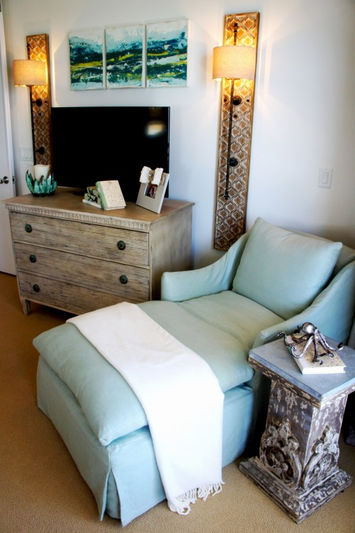 This chaise lounge by Lee Industries is sooooo comfortable! Give me a good book, and a fresh latte, and add the sound of the waves when you open the slider, and I'm in heaven!! (a girl can dream!)